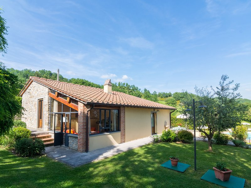 Beautiful Cottage in Dicomano with Pool, location de vacances à San Godenzo