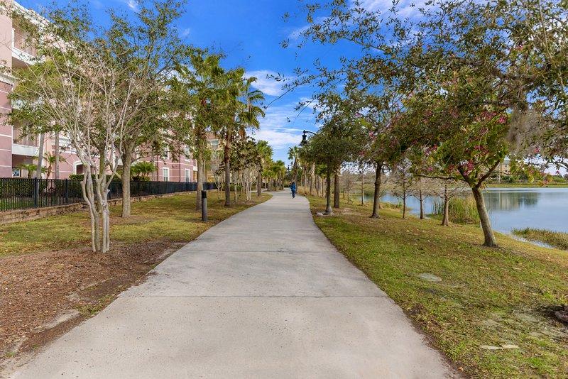 Path,Tree,Road,Sidewalk,Trail