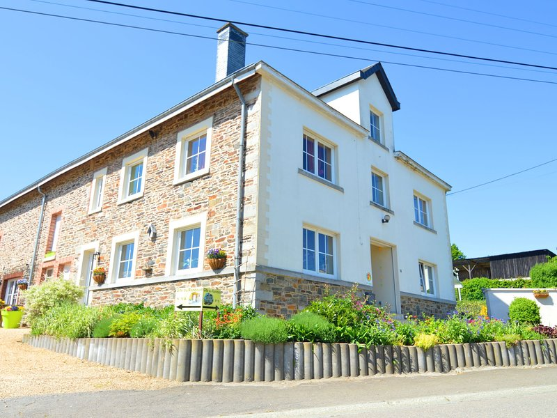 Cozy Holiday Home in Luxembourg With Private Terrace, vacation rental in Tenneville