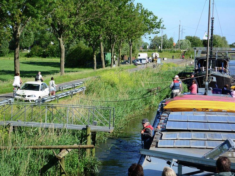 Cozy Boat In Westhoek near Lake, location de vacances à Oostvleteren