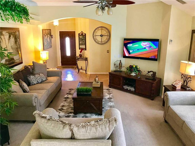 Room,Living Room,Indoors,Furniture,Couch