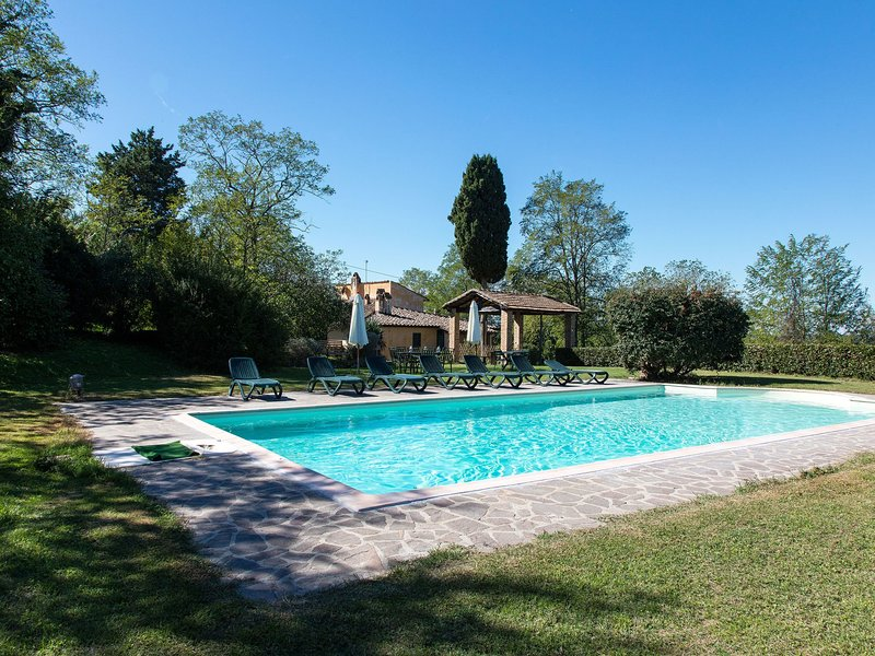 Spacious Farmhouse in Ghizzano Italy with Pool, alquiler vacacional en Ghizzano