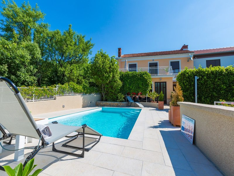 Spacious Holiday home in Kvarner with swimming pool, location de vacances à Jadranovo