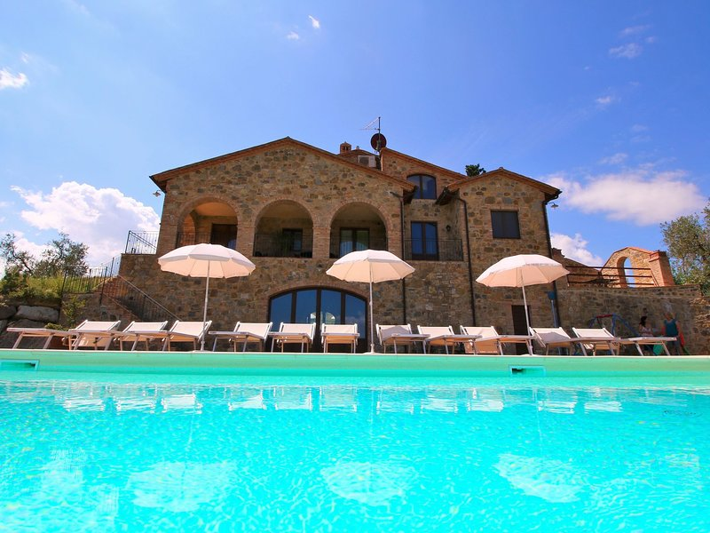 Organic farm, salt water swimming pool open all year round, beautiful scenery, vacation rental in Castel Del Piano
