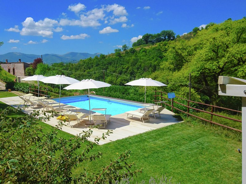 Spacious Villa with Pool in Fabriano Italy, holiday rental in Genga