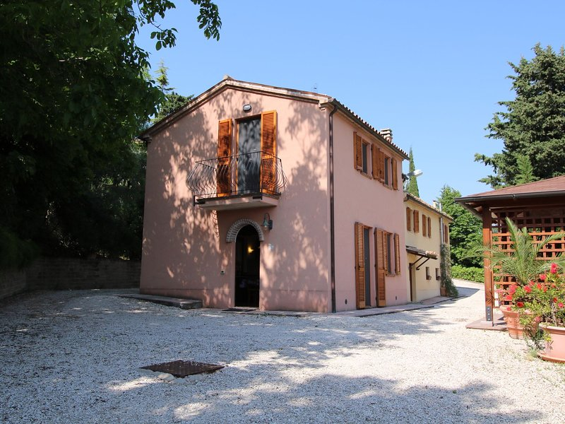 Warm & Cozy Farmhouse amidst hills located near Adriatic Sea, vacation rental in Angeli Stazione