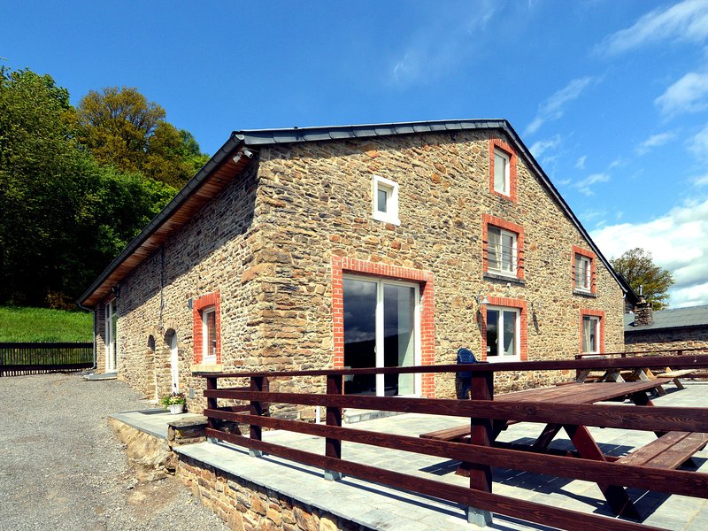 Detached, characteristic holiday farmhouse with spacious terrace in the Ardennes, holiday rental in Manhay