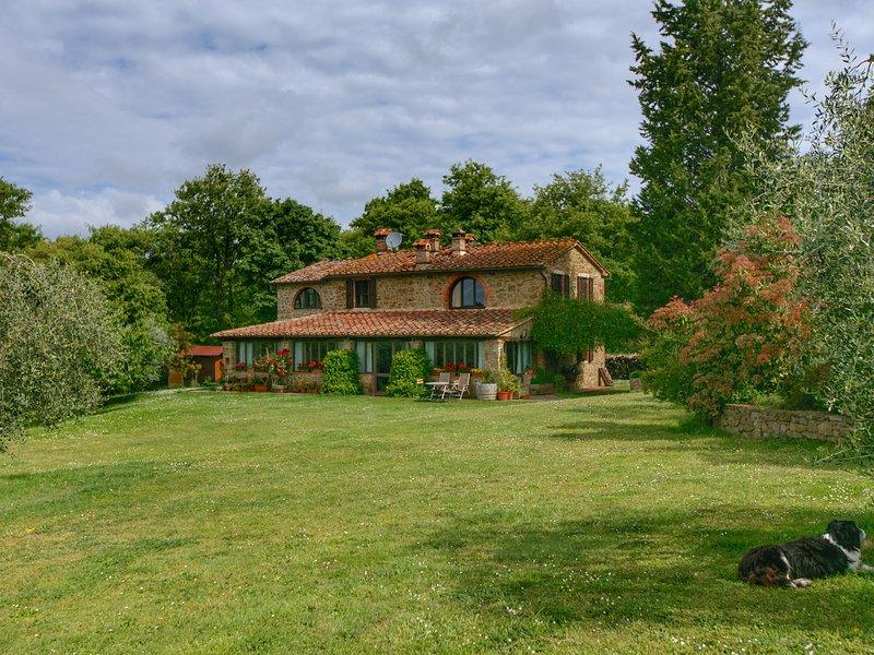 Rural villa with heated pool, large terrace and beautiful views, aluguéis de temporada em Monte San Savino