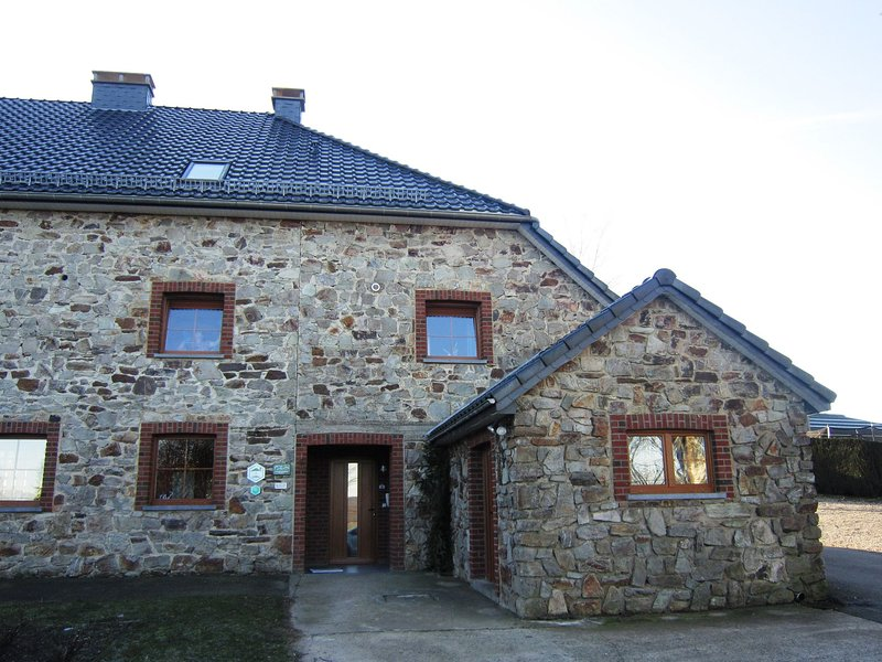 Combine city and countryside! Well-kept house with many games, next to a farm, holiday rental in Malmedy