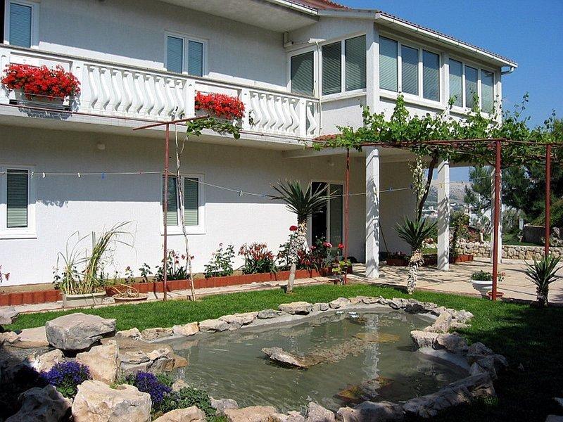 Beautiful Apartment in Pag Dalmatia, Crotia, location de vacances à Bosana