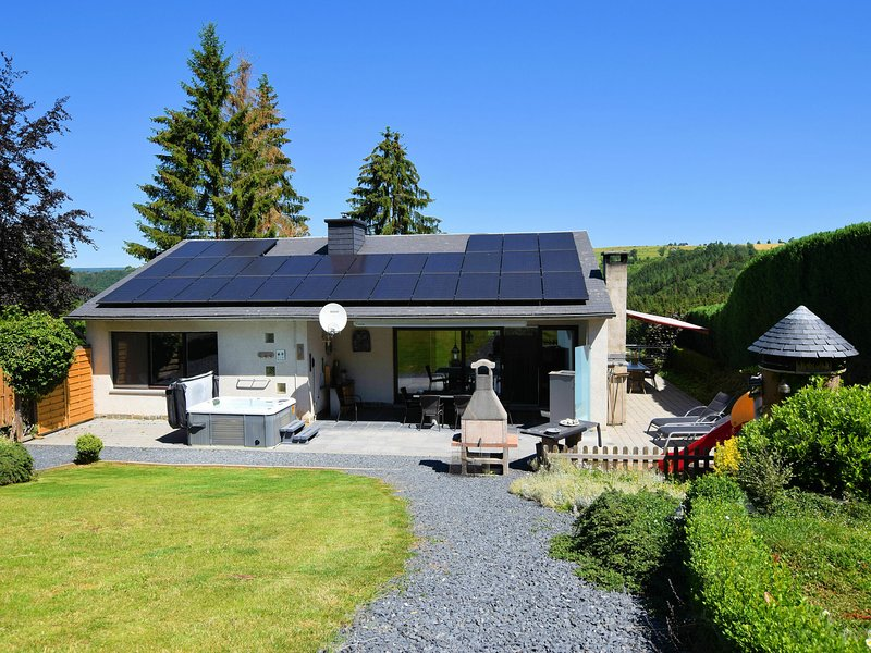 Luxurious Holiday Home with Jacuzzi and Sauna in Houffalize, location de vacances à Ortho