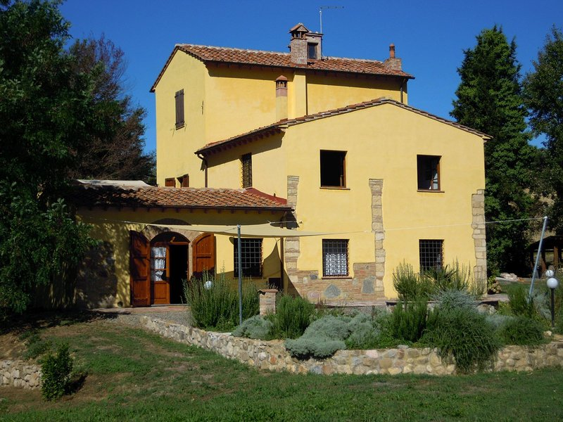 Heritage Holiday Home in Rosignano Marittimo with Garden, holiday rental in Orciano Pisano