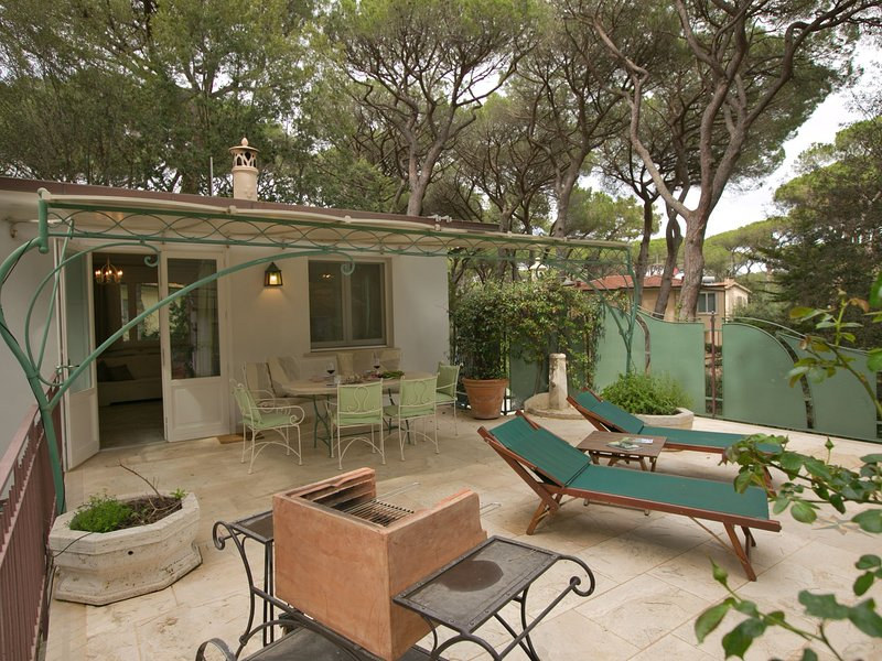 Beautiful apartment located in a wooded area near the beach, vacation rental in Marina di Castagneto Carducci
