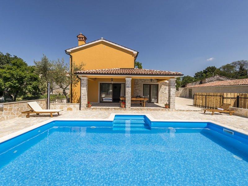 Stunning Villa in Vrsar with Swimming Pool, aluguéis de temporada em Kruncici