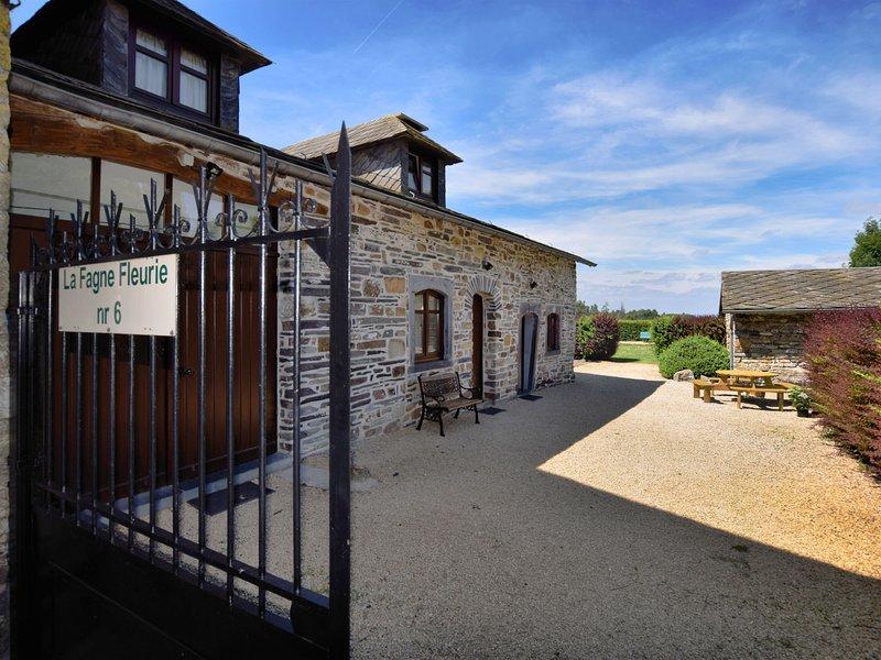 Tranquil Cottage in Petites Tailles with Terrace, location de vacances à Lierneux
