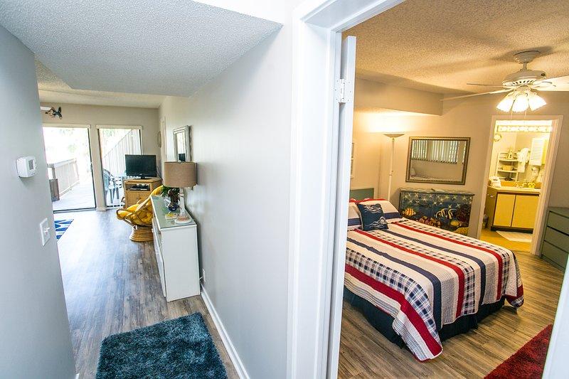 Flooring,Indoors,Room,Bedroom,Screen