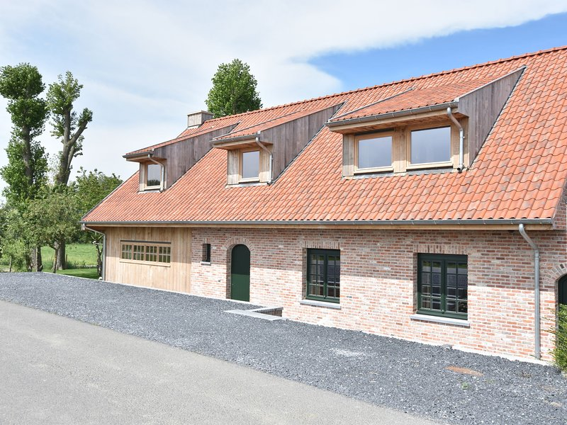Deluxe villa with private bathrooms located on the Ijzer and close to Diksmuide, holiday rental in Westvleteren