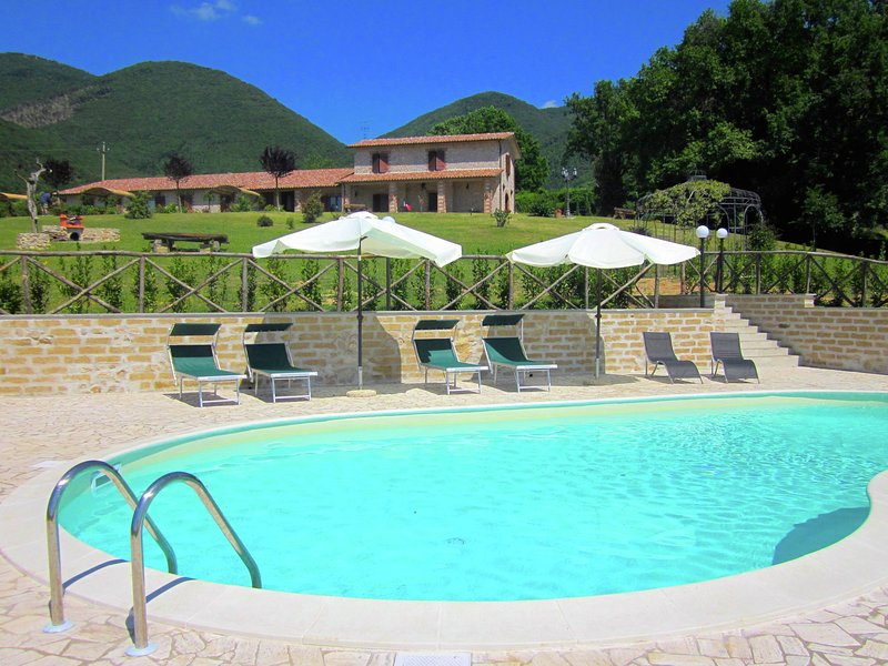 Agritourismo with swimming pool and panoramic view of the Sabina region., vacation rental in Casperia