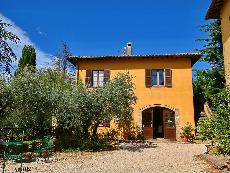 Beautiful agritourism on a lightly sloping hill., holiday rental in Loreto