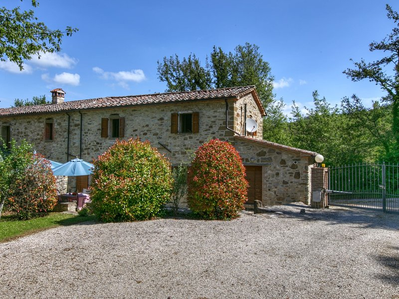 Luxurious Cottage in Lisciano Niccone Umbria with Swimming Pool, vacation rental in Lisciano Niccone
