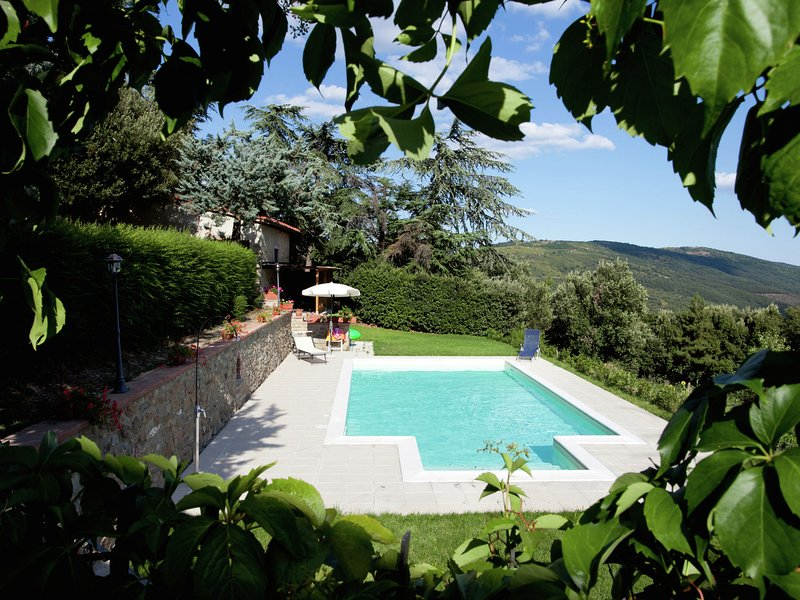 Cottage with amazing private pool, nice view, near Cortona, holiday rental in Portole