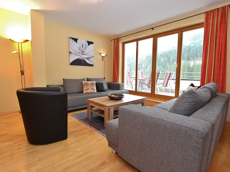 Modern Apartment in Saalbach-Hinterglemm with Garden, holiday rental in Hinterglemm