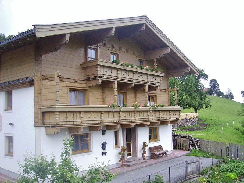 Warm Apartment in Uttendorf Salzburg near Ski Area, holiday rental in Enzingerboden