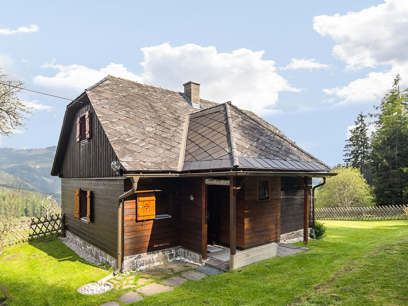 Sunlit Holiday Home with Private Garden in Kalchberg, holiday rental in Hirschegg