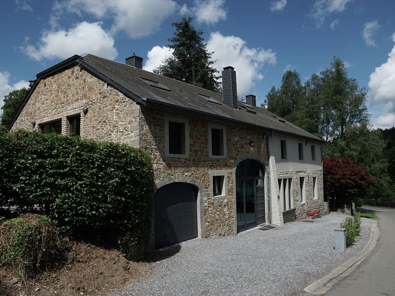 Character house with a large garden in a quiet area, holiday rental in Redu