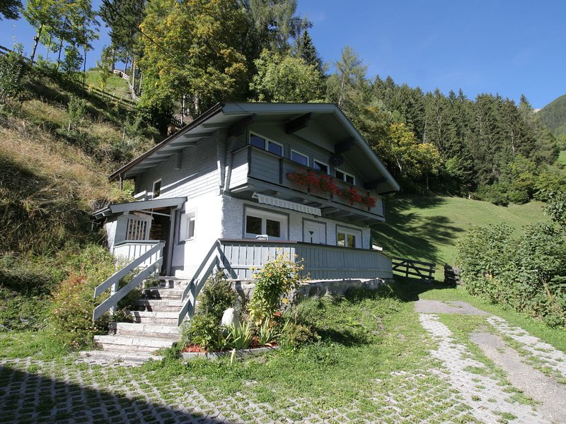 Lovely Holiday Home in Matrei in the Mountains, alquiler de vacaciones en Kals am Grossglockner