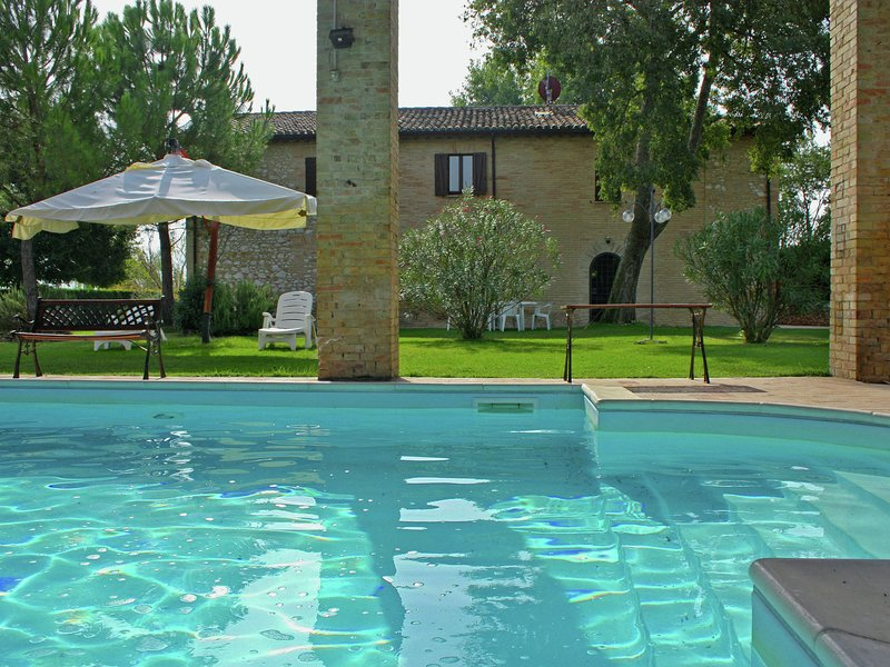 Villa with private pool in Umbria near the town of Montefalco, holiday rental in Castel Ritaldi