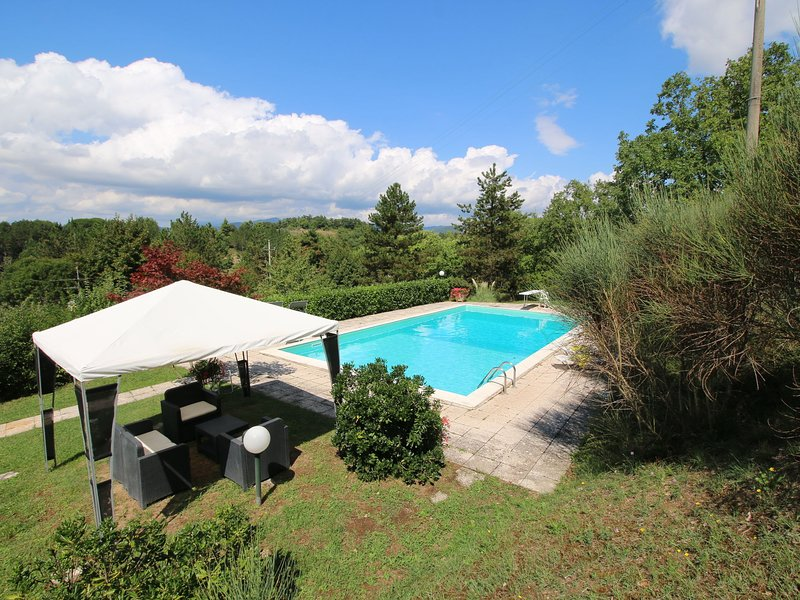 Chalet with private pool and large garden, in the hills surrounded by forests, holiday rental in Piosina