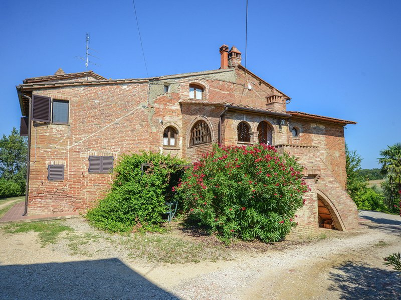 Antique, 6 persons accommodation in small citadel., casa vacanza a Casamaggiore