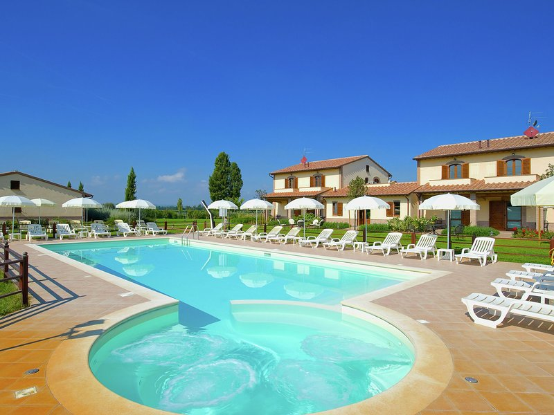 An agritourism complex with views of Assisi., casa vacanza a Tordandrea