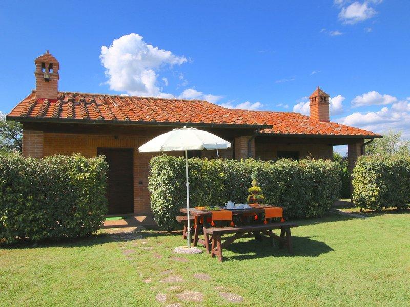 Holiday house near the lake Trasimeno, two pools and spa area, casa vacanza a Panicarola