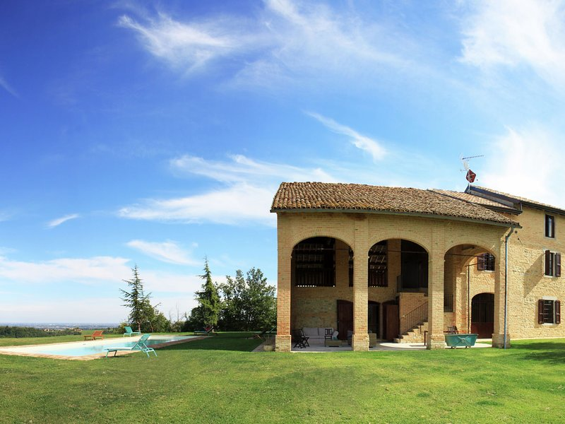 Quaint Holiday Home in Tabiano Castello with Private Pool, vacation rental in Vigoleno