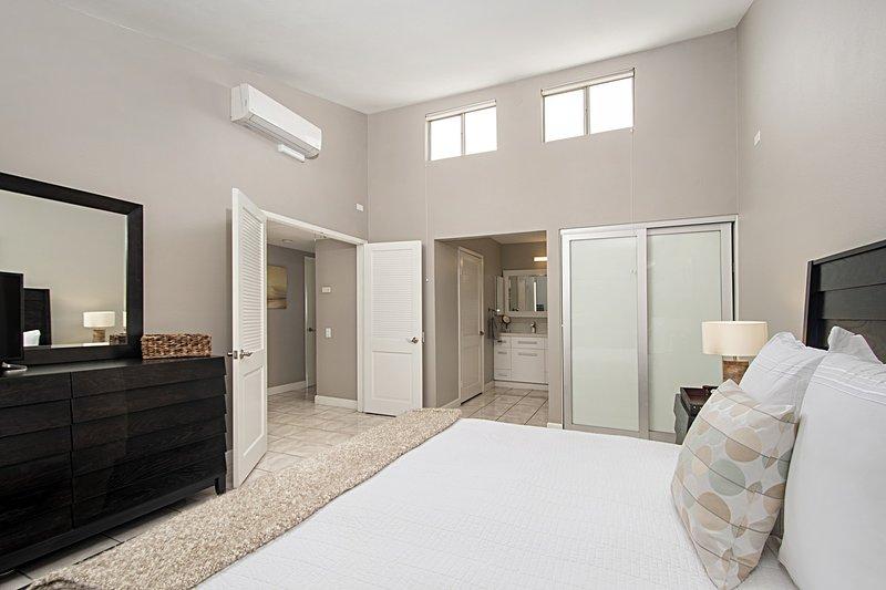 Furniture,Room,Bedroom,Indoors,Door
