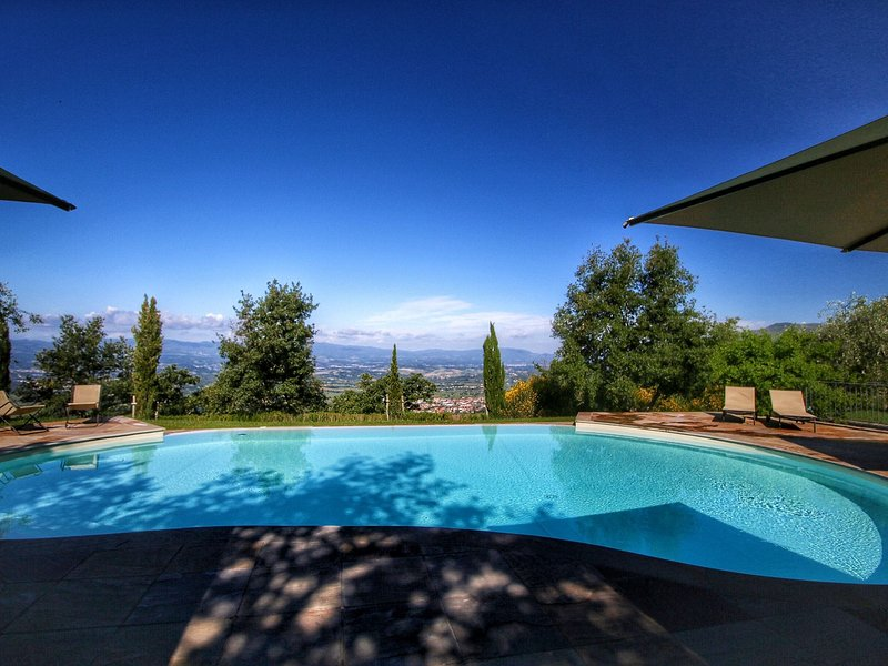 Detached villa for 6-pers. with outdoor swimming pool, holiday rental in Loro Ciuffenna