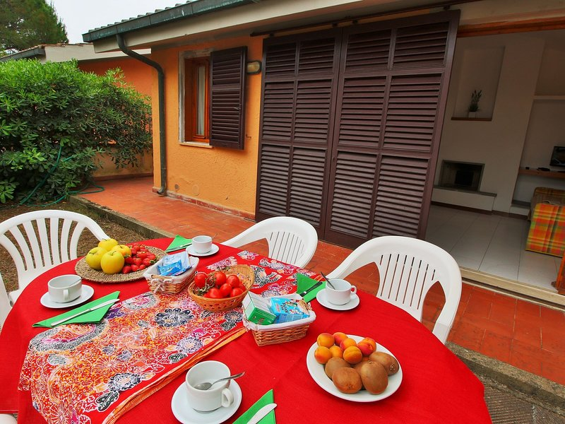 Gorgeous Holiday Home in Giannella near Beach, holiday rental in Giannella