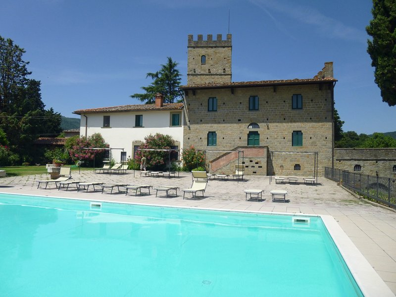 Lovely estate not far from Florence, on a hill with olives trees and cypresses., vacation rental in Ciliegi