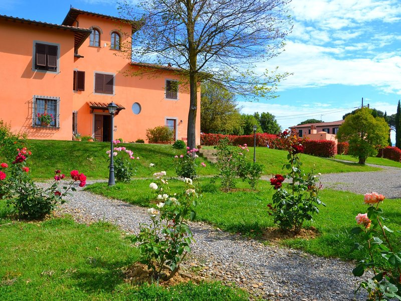Perfectly rural location, apartment with swimming pool., holiday rental in Stabbia