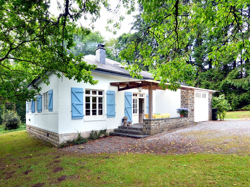 Comfortably furnished bungalow with large garden and barbecue, holiday rental in Alle