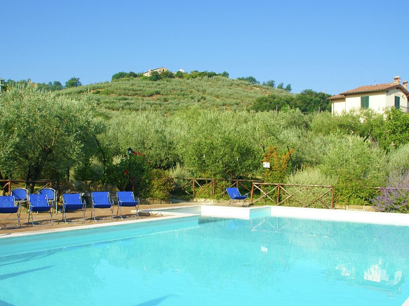 Kept apartment with communal pool, hydromassage and beautiful views, vacation rental in Bettona