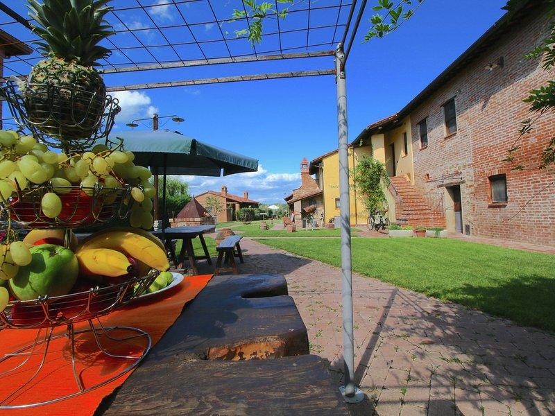 Holiday house near the lake Trasimeno, two pools and spa area, vacation rental in Panicarola