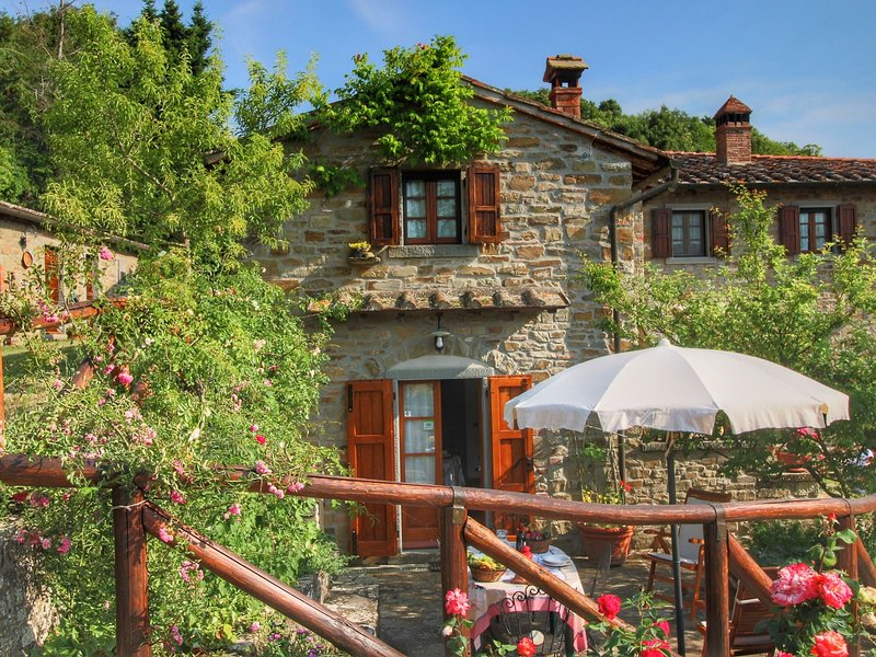 Farmhouse with swimming pool at 700 meters, beautiful view, holiday rental in San Pietro a Cegliolo