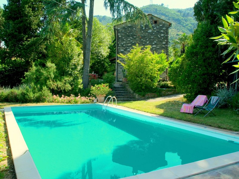 Cosy Cottage in Lucca, with swimming pool, holiday rental in Asciano