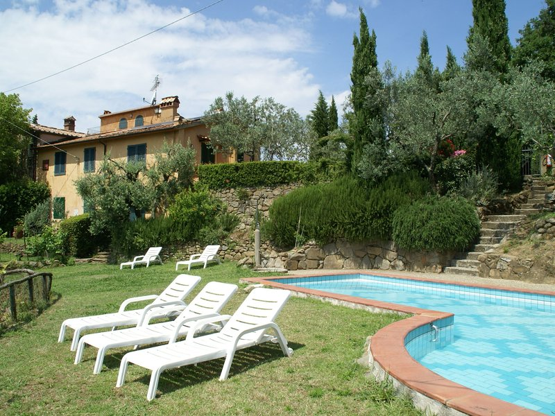 Panoramic Apartment with Private Garden in Lamporecchio, holiday rental in Porciano