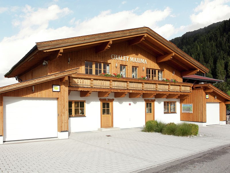 Bright Chalet with Terrace in Saint Jakob in Haus Tyrol, vacation rental in Lofer
