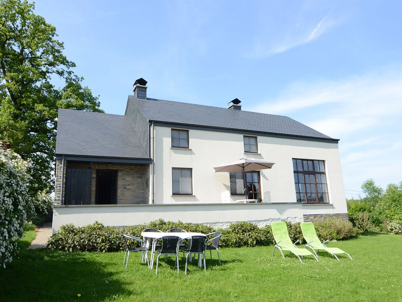 Beautiful modern villa close to Houffalize, comfort and relaxation guaranteed!, holiday rental in Wibrin