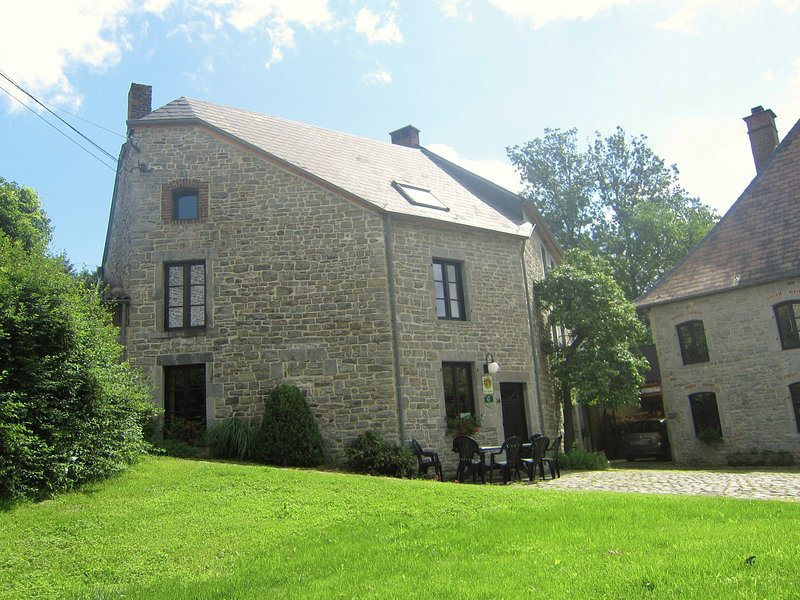 Charming accommodation with garden located along the river The Viroin., holiday rental in Haybes